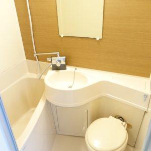 浴室の1面にダイノックシートを貼り、 スタイリッシュに仕上げました