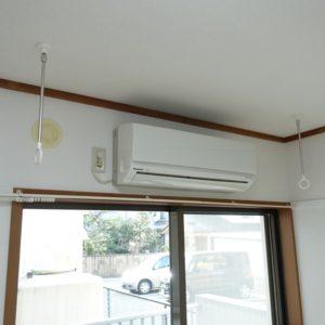 物干しスペース確保のため、エアコン前に室内金物を設定